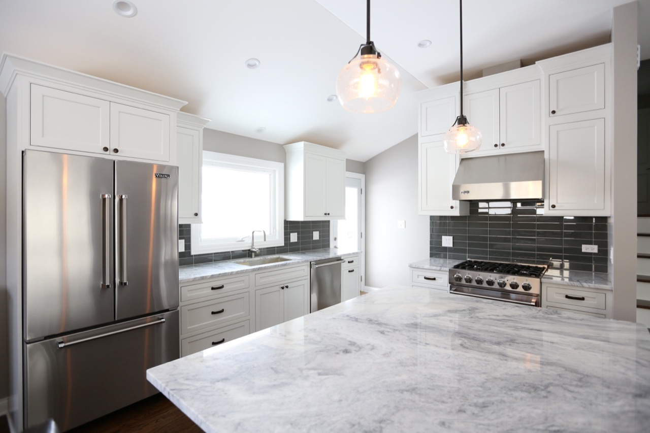 Decora White Kitchen – Chicago\'s Local Remodeling Experts