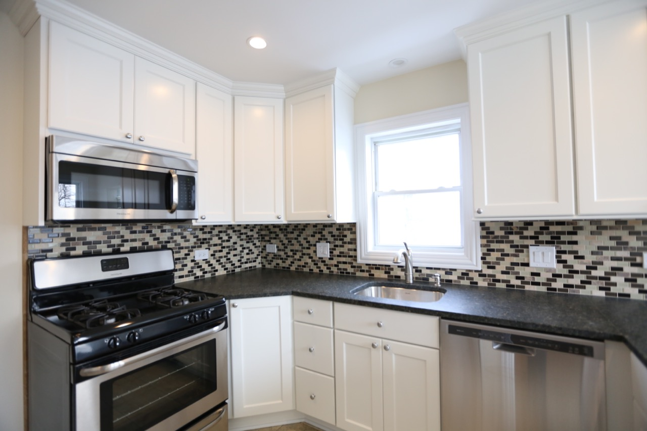 Lincoln square kitchen chicago 39 s local remodeling experts for Local kitchen remodeling