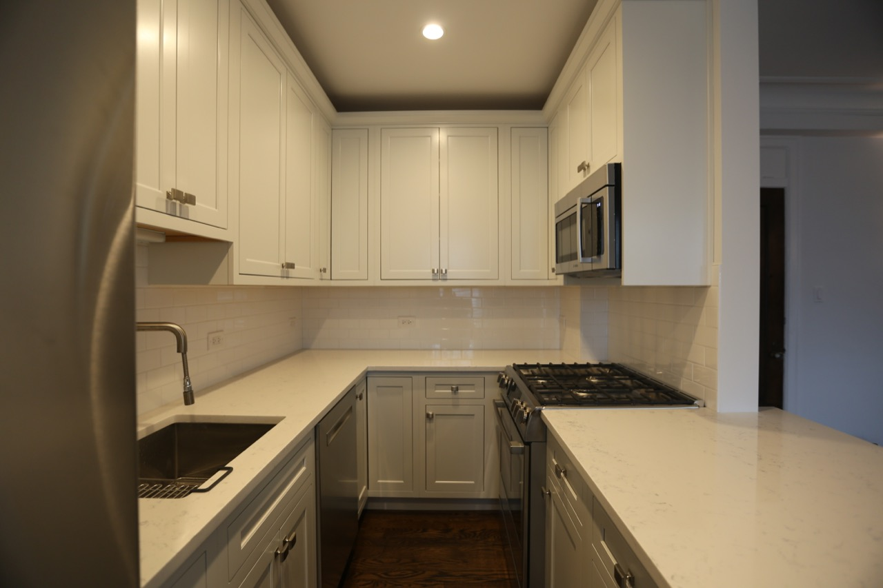 A 1 kitchen remodel 170 chicago 39 s local remodeling experts for Local kitchen remodeling